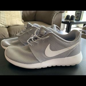 Nike Roshe Run. Size men's 8.5